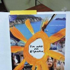 Libros de segunda mano: UN AÑO EN ESPAÑA. LÓPEZ MORENO, CRISTINA. ED. SGEL-EDUCACIÓN. MADRID, 2010.. Lote 79956429
