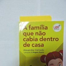 Libros de segunda mano: A FAMÍLIA QUE NÃO CABIA DENTRO DE CASA. HONRADO, ALEXANDRE. ED. PLANETA JUNIOR. PORTUGAL 2011. Lote 80073829