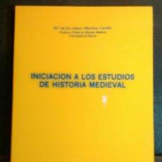 Libros de segunda mano: INICIACIÓN A LOS ESTUDIOS DE HISTORIA MEDIEVAL.- MARÍA DE LOS LLANOS MARTÍNEZ CARRILLO.. Lote 83033788