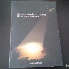 Libros de segunda mano: UN PAIS DESDE AS TABOAS 125 ANOS DE TEATRO GALEGO - XUNTA DE GALICIA 2007 - TEXTO EN GALLEGO . Lote 83355620