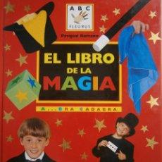 Libros de segunda mano: EL LIBRO DE LA MAGIA PASQUAL ROMANO PANINI 2001. Lote 84660452
