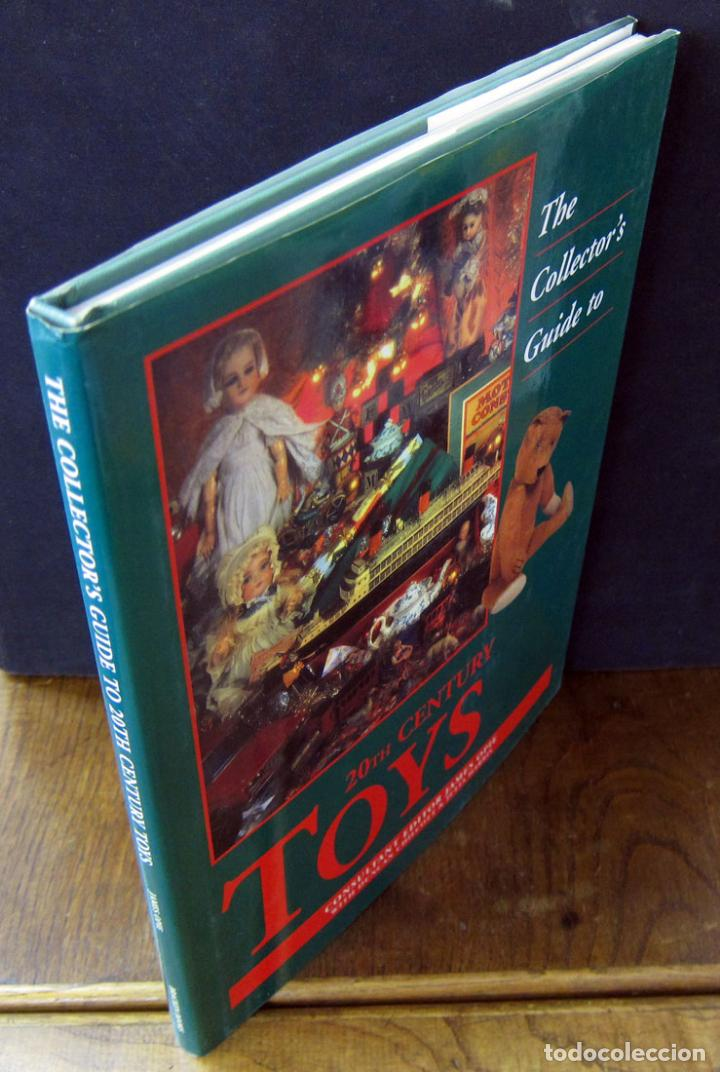 Libros de segunda mano: THE COLLECTOR GUIDE TO 20TH CENTURY TOYS - GUIA COLECCIONISTA JUGUETES SIGLO XX - EN INGLES - Foto 2 - 86497828