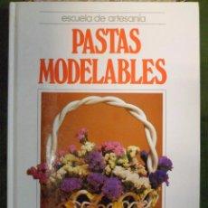 Libri di seconda mano: MANUALIDADES. ESCUELA DE ARTESANIA. PASTAS MODELABLES. QUORUM. Lote 86827184