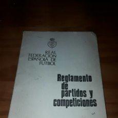 Libros de segunda mano: REAL FEDERACION ESPAÑOLA DE FUTBOL EDICION 1972 REGLAMENTO DE PARTIDOS Y COMPETICIONES. Lote 89608204