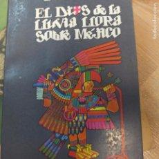 Libros de segunda mano: EL DIOS DE LA LLUVIA LLORA SOBRE MÉJICO. Lote 93297270