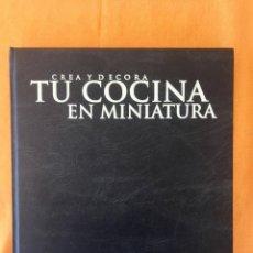 Libros de segunda mano: LIBRO CREA Y DECORA TU COCINA EN MINIATURA VOLUMEN 2 ALTAYA 2000 316 PAGINAS CASAS DE MUÑECAS 316 P. Lote 94388454