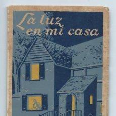 Libros de segunda mano: LA LUZ EN MI CASA. EDICIONES AFRODISIO AGUADO. 1941. 45 PÁGINAS. 12,5 X 17 CMS. ILUSTRADO.. Lote 95886127