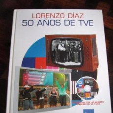 Libros de segunda mano: 50 AÑOS DE TVE. LORENZO DIAZ. TVE. ALIANZA EDITORIAL. INCLUYE CD CON LAS MEJORES IMAGENES DE 50 AÑOS. Lote 97516731