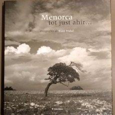 Libros de segunda mano: MENORCA TOT JUST AHIR… FOTOGRAFIES TONI VIDAL. POEMES. FOTOS DELS ANYS 60. 27 CM. MOLT BON ESTAT!. Lote 245388235