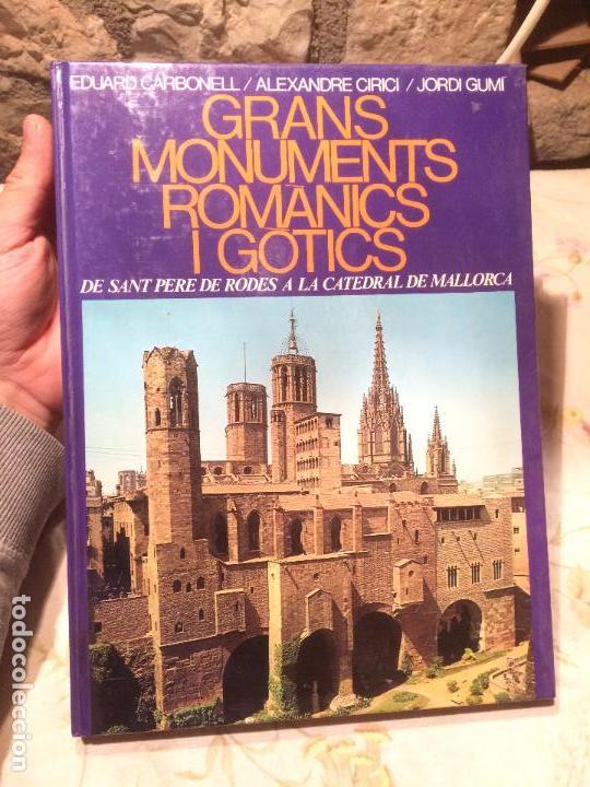 ANTIGUO LIBRO GRANS MONUMENTS ROMANICS I GÒTICS POR EDUARD CARBONELL / ALEXANDRE CIRICI / JORDI GUMÍ (Libros de Segunda Mano - Historia - Otros)