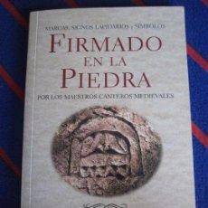 Libros de segunda mano: FIRMADO EN LA PIEDRA POR LOS MAESTROS CANTEROS MEDIEVALES. MARCAS, SIGNOS, LAPIDARIOS Y SIMBOLOS. JU. Lote 99847343