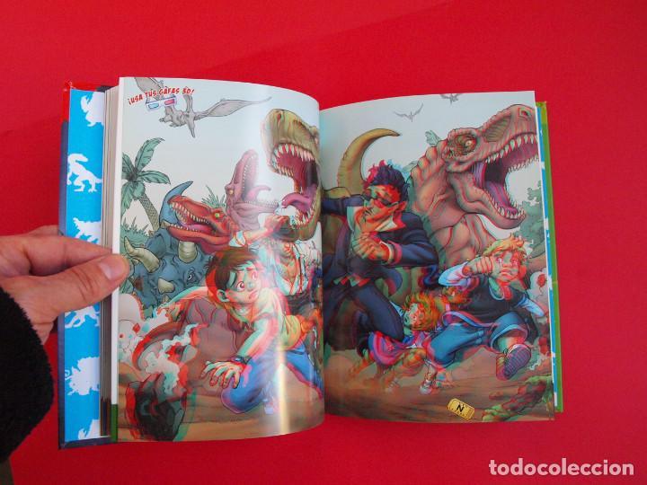 Libros de segunda mano: PELICULIBROS 3D Nº 1 - MONSTRUOS EN ACCIÓN - IMÁGENES 3D - INCLUYE GAFAS - 1ª ED. HIDRA 2011 - Foto 3 - 104084551