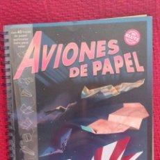 Libros de segunda mano: AVIONES DE PAPEL CON 40 HOJAS DE PAPEL MULTICOLOR LISTO PARA VOLAR. Lote 109408159