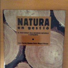 Libros de segunda mano: NATURA EN GESTIO. EL TRACTAMENT DELS RECURSOS NATURALS A CATALUNYA (L. FERRES, R. FOLCH, M. MONGE). Lote 148233025