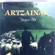 Libros de segunda mano: ARTZAINAK. LES BERGERS BASQUES. LOS PASTORES VASCOS. JACQUES BLOT.. Lote 110386739