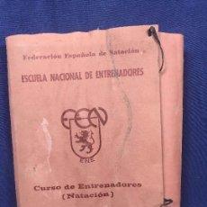Libros de segunda mano: CURSO ENTRENADORES NATACION ESCUELA NACIONAL ENTRENADORES 22 X 27 X 6 CM. Lote 110524711