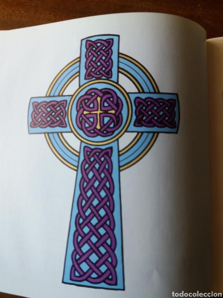 Libros de segunda mano: Celtic art - Ornament 1979 - Foto 7 - 111678719