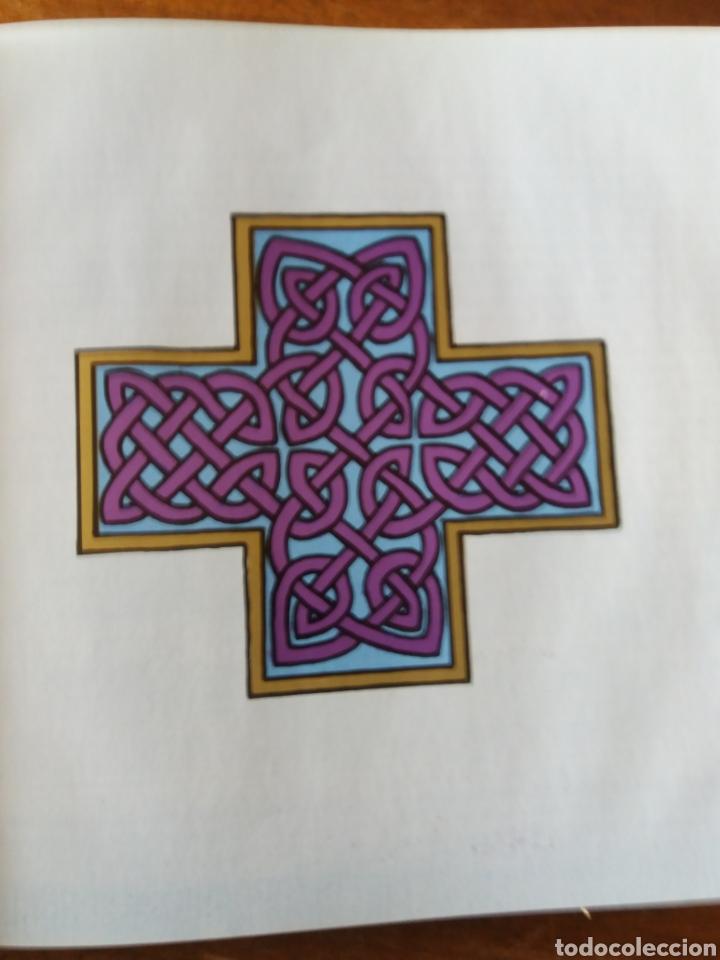 Libros de segunda mano: Celtic art - Ornament 1979 - Foto 8 - 111678719