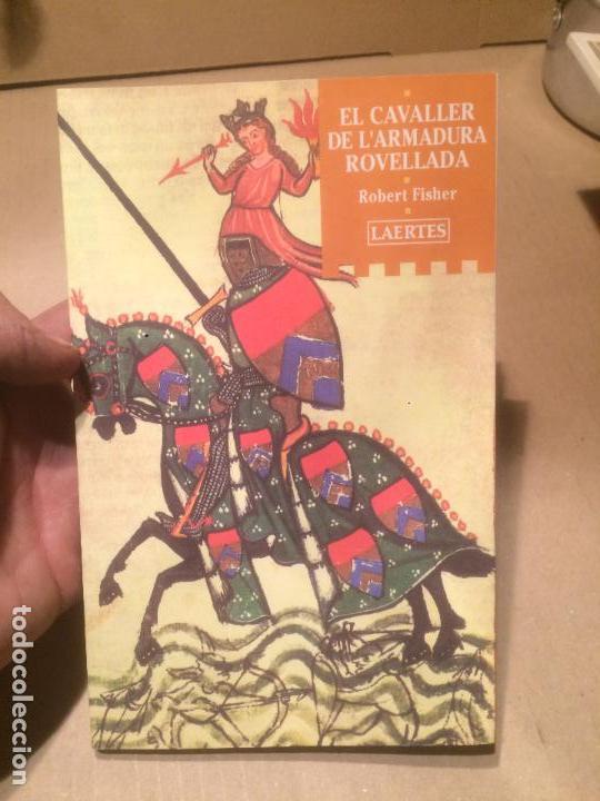 ANTIGUO LIBRO EL CAVALLER DE L'ARMADURA ROVELLADA ESCRITO POR ROBERT FISHER AÑO 2001 (Libros de Segunda Mano - Historia - Otros)