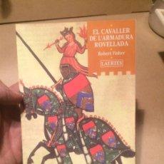 Libros de segunda mano: ANTIGUO LIBRO EL CAVALLER DE L'ARMADURA ROVELLADA ESCRITO POR ROBERT FISHER AÑO 2001 . Lote 111930427