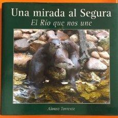 Libros de segunda mano: MURCIA- RIO SEGURA- UNA MIRADA AL SEGURA- EL RIO QUE NOS UNE- ALFONSO TORRENTE 2.005. Lote 113084647