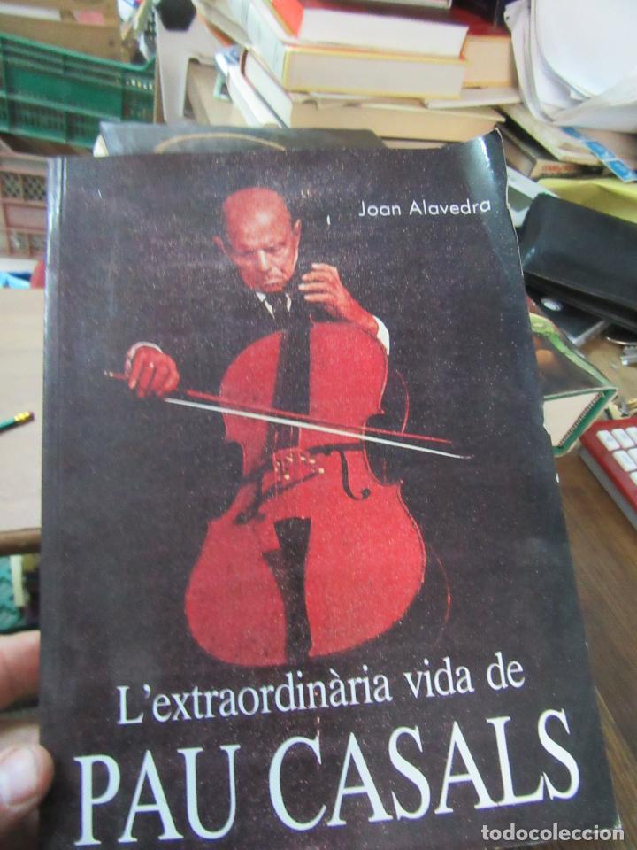 LIBRO L'EXTRAORDINÀRIA VIDA DE PAU CASALS JOAN ALAVEDRA ESCRITO EN CATALAN ART-548-227 (Libros de Segunda Mano - Bellas artes, ocio y coleccionismo - Otros)