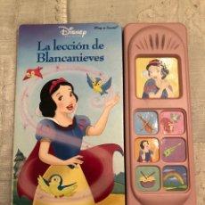 Libros de segunda mano: LIBRO CUENTO PRINCESAS DISNEY INFANTIL LA LECCIÓN DE BLANCANIEVES. Lote 115428992