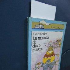 Libros de segunda mano: LA MONEDA DE CINCO MARCOS. KORDON, KLAUS. COL. EL BARCO DE VAPOR. ED. SM. MADRID 1989. 4ª EDICIÓN. Lote 115449055