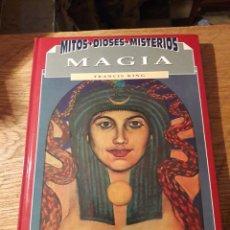 Libros de segunda mano: MITOS DIOSES Y MISTERIOS. MAGIA. POR FRANCIS KING. ED.DEL PRADO 1993. Lote 115626302