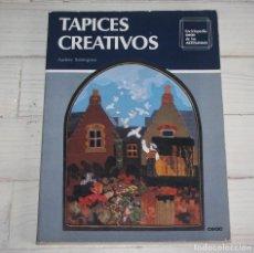 Libros de segunda mano: TAPICES CREATIVOS - AUDREY BABINGTON - ENCICLOPEDIA CEAC DE LAS ARTESANIAS. Lote 120850631