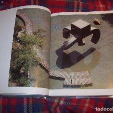 Libros de segunda mano: BARCELONA ESCULTURES. FOTOGRAFIES MIHAIL MOLDOVEANU.ED. POLÍGRAFA.2001. INCLOU CD. GAUDÍ,MIRÓ,TÀPIES. Lote 121865783