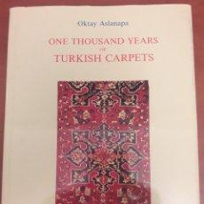 Libros de segunda mano: ASLANAPA, OKTAY. ONE THOUSAND YEARS OF TURKISH CARPETA. MIL AÑOS DE ALFOMBRAS TURCAS (EN INGLÉS) . Lote 122146663