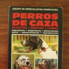 Libros de segunda mano: LIBRO PERROS DE CAZA (MUESTRA, RASTREO, COBRO) - EDITORIAL VECCHI. Lote 122587259
