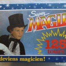 Libros de segunda mano: LIBRERIA GHOTICA. MALETIN DE MAGIA SUPER MAGIE. 125 TOURS. 42 X 30 CM. INSTRUCCIONES Y JUEGOS. Lote 123040979