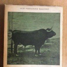 Libros de segunda mano: VEINTE TOROS DE MARTÍNEZ MEMORIAS DE UN GANADERO LUIS FERNÁNDEZ SALCEDO JULIO DE URRUTIA 1954. Lote 124280547