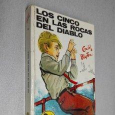 Libros de segunda mano: LOS CINCO EN LAS ROCAS DIABLO / ENID BLYTON / EDITORIAL JUVENTUD 1973. Lote 125381975
