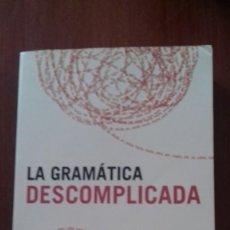 Libros de segunda mano: LA GRAMÁTICA DESCOMPLICADA ÁLEX GRIJELMO. Lote 125390147