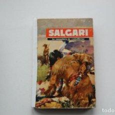Libros de segunda mano: LA CAZADORA DE CABELLERAS DE SALGARI. EDIT. MOLINO. 1955. TAPA DURA.. Lote 127276695
