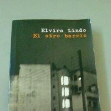 Libros de segunda mano: EL OTRO BARRIO.- ELVIRA LINDO. Lote 127278187