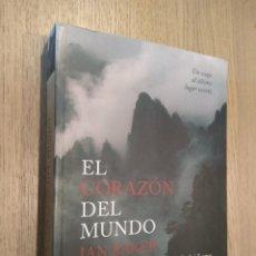 Libros de segunda mano: EL CORAZÓN DEL MUNDO. UN VIAJE AL ÚLTIMO LUGAR SECRETO. IAN BAKER. 2006.. Lote 127938275