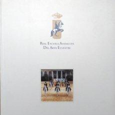 Libros de segunda mano: COMO BAILAN LOS CABALLOS ANDALUCES. REAL ESCUELA ANDALUZA DEL ARTE ECUESTRE, 1997.. Lote 128683819