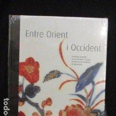 Libros de segunda mano: ENTRE ORIENT I OCCIDENT. CERÀMICA ORIENTAL, MUSEU DE CERÀMICA DE BARCELONA - NUEVO Y PRECINTADO. Lote 128684455