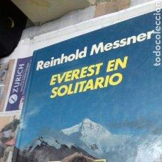Libros de segunda mano: EVEREST EN SOLITARIO.REINHOLD MESSNER.1983. Lote 146042070