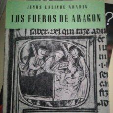 Libros de segunda mano: JESÚS LALINDE ARABIA LOS FUEROS DE ARAGÓN. Lote 130123588