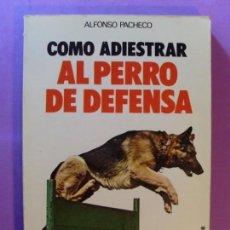Libros de segunda mano: COMO ADIESTRAR AL PERRO DE DEFENSA / ALFONSO PACHECO . Lote 131076300