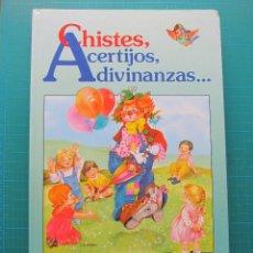 Libros de segunda mano: CHISTES, ACERTIJOS, ADIVINANZAS ... - JUAN LÓPEZ RAMÓN - SUSAETA 1989. Lote 131228187