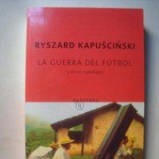 Libros de segunda mano: RYSZARD KAPUCINSKI - LA GUERRA DEL FÚTBOL Y OTROS REPORTAJES (2008) HONDURAS SALVADOR CONGO ARGELIA. Lote 131325278