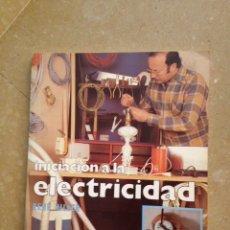 Libros de segunda mano: INICIACIÓN A LA ELECTRICIDAD (RENÉ HILLER). Lote 284592278