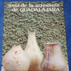 Libros de segunda mano: GUÍA DE LA ARTESANÍA DE GUADALAJARA - MINISTERIO DE INDUSTRIA Y ENERGÍA. Lote 133177674