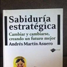 Libros de segunda mano: SABIDURIA ESTRATEGICA: CAMBIAR Y CAMBIARSE, CREANDO UN FUTURO MEJOR. ANDRES MARTIN ASUERO. . Lote 135113802